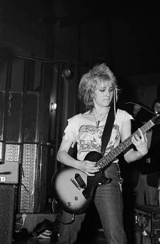 guitarist-viv-albertine-of-punk-band-the-slits-performs-on-stage-at-picture-id95849763